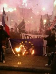 drapeau européen,brûlé,forza nueva,nationalisme obtus,europhobie,gérontocratie bruxelloise