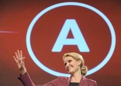774626_social-democrat-leader-helle-thorning-schmidt-waves-at-the-party-s-election-headquarters-in-copenhagen.jpg